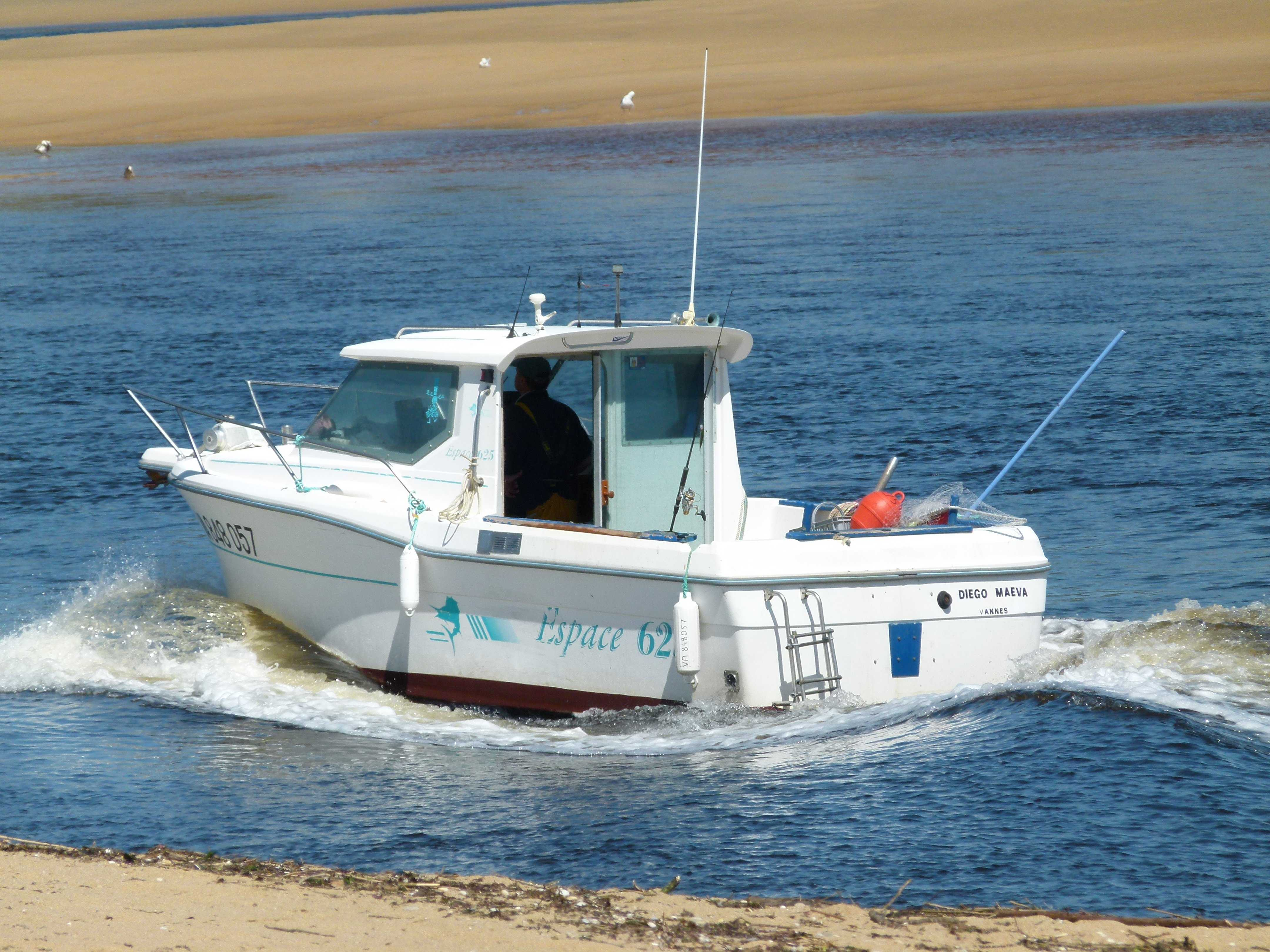 bateau de peche et plaisance